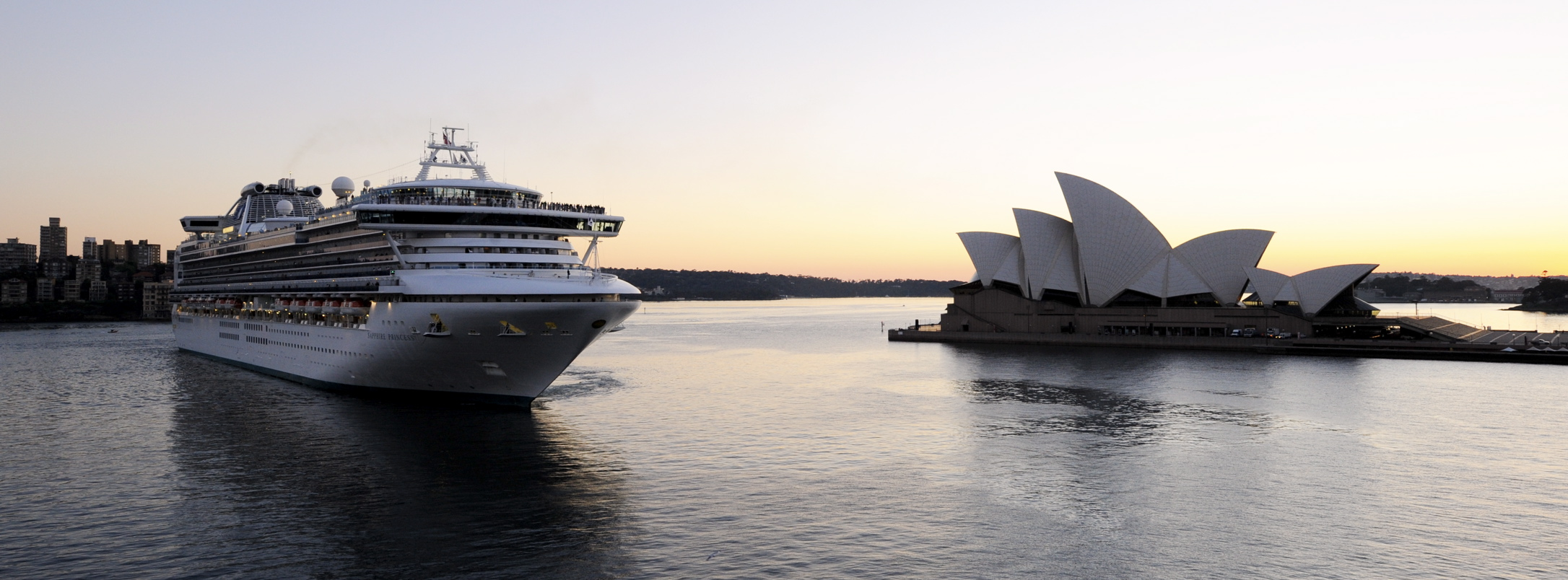 Sapphire Princess Docking into Sydney Harbour at dawn Panorama (1)
