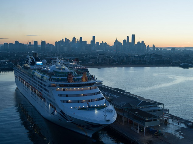 Rugby league Fans, Blues and Maroons Legends and a Giant Cane Toad and Cockroach Invade Melbourne on P&O's State of Origin Cruise