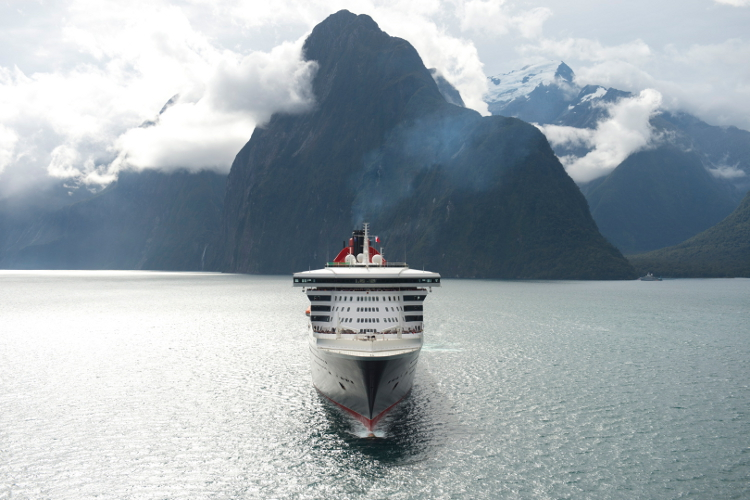 Queen Mary 2 in Milford Sound