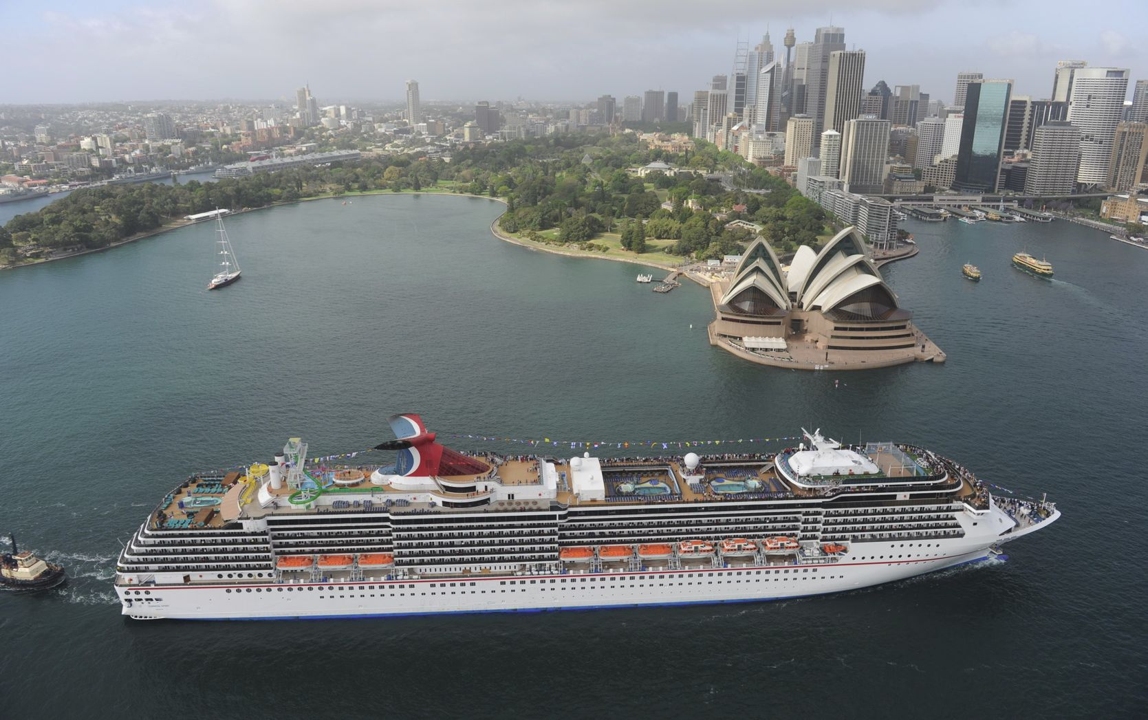 Carnival Australia Carnival Cruise Lines Carnival Spirit - How long is the carnival cruise ship
